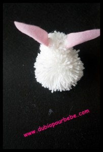 un lapin en pompon